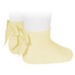 Garter stitch short socks with bow BUTTER