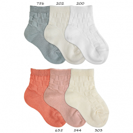 Short socks with check relief